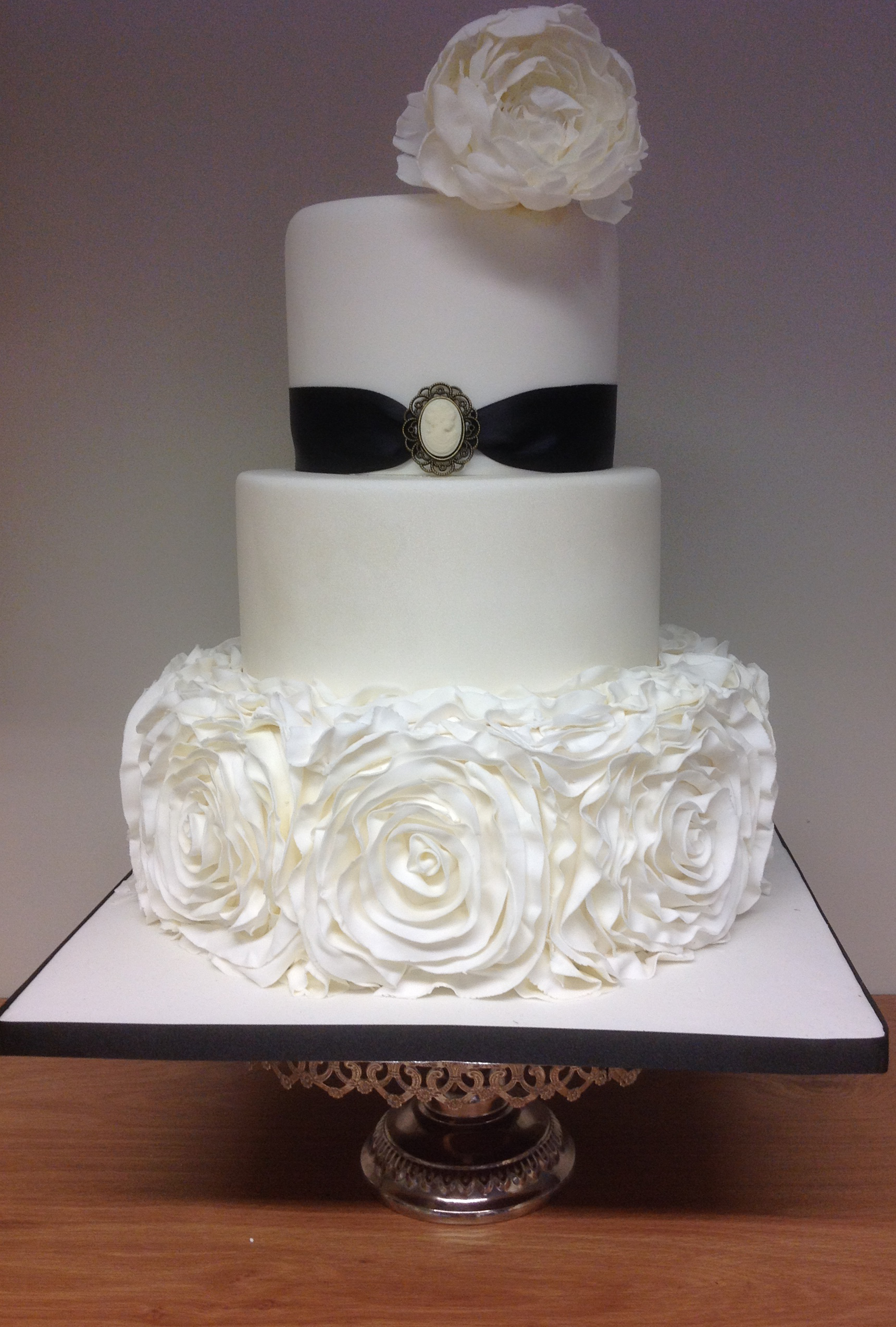 Wedding Cakes by Fiona Milnes, Lincoln, Lincolnshire